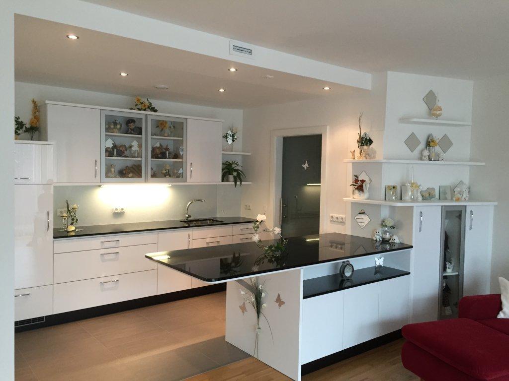 kuche mit kochinsel und sitzgelegenheit die besten einrichtungsideen und innovative m belauswahl. Black Bedroom Furniture Sets. Home Design Ideas