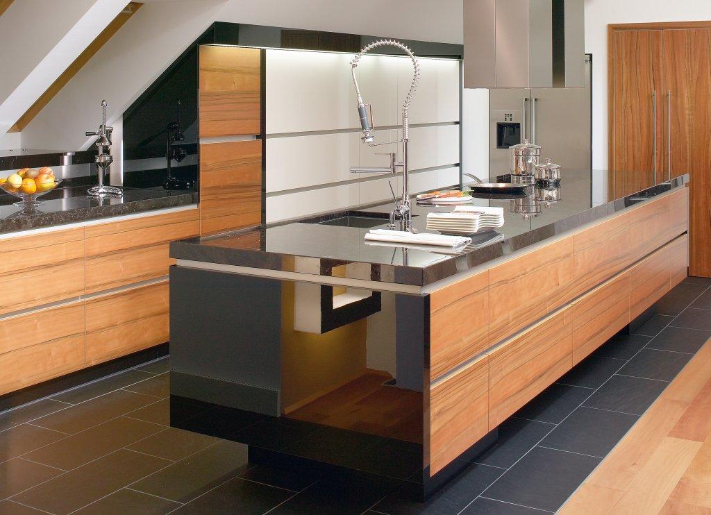 k che mit dachschr ge die besten einrichtungsideen und innovative m belauswahl. Black Bedroom Furniture Sets. Home Design Ideas