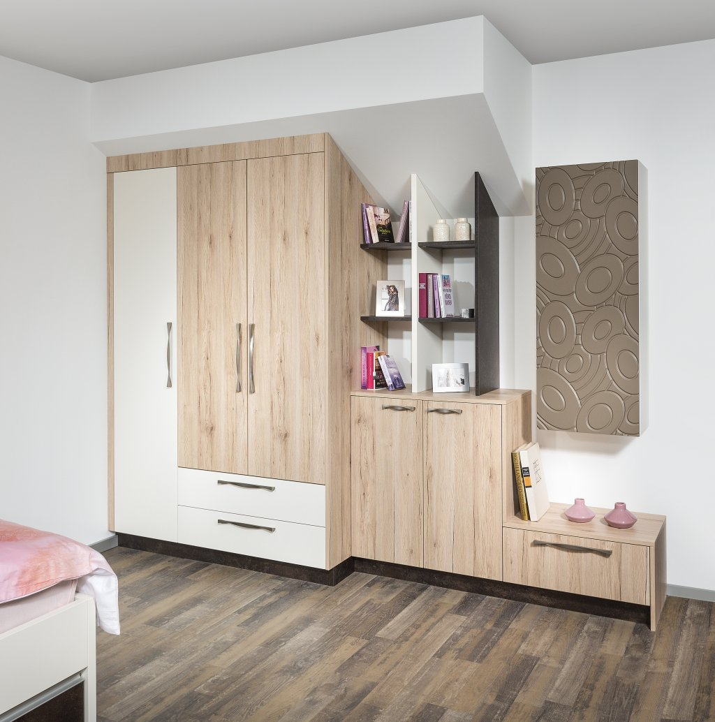 schrank dachschrge gnstig latest als begehbarer with schrank dachschrge gnstig good begehbarer. Black Bedroom Furniture Sets. Home Design Ideas