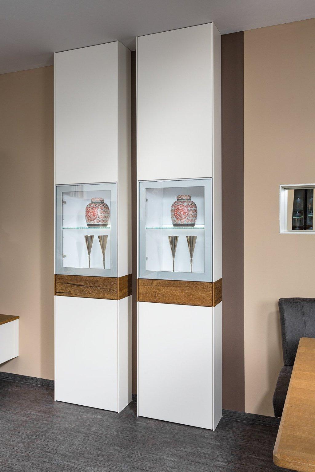 vitrinenschrank mit lade und turen vitrinenschrank planungsbeispiel max wohnzimmer 0124