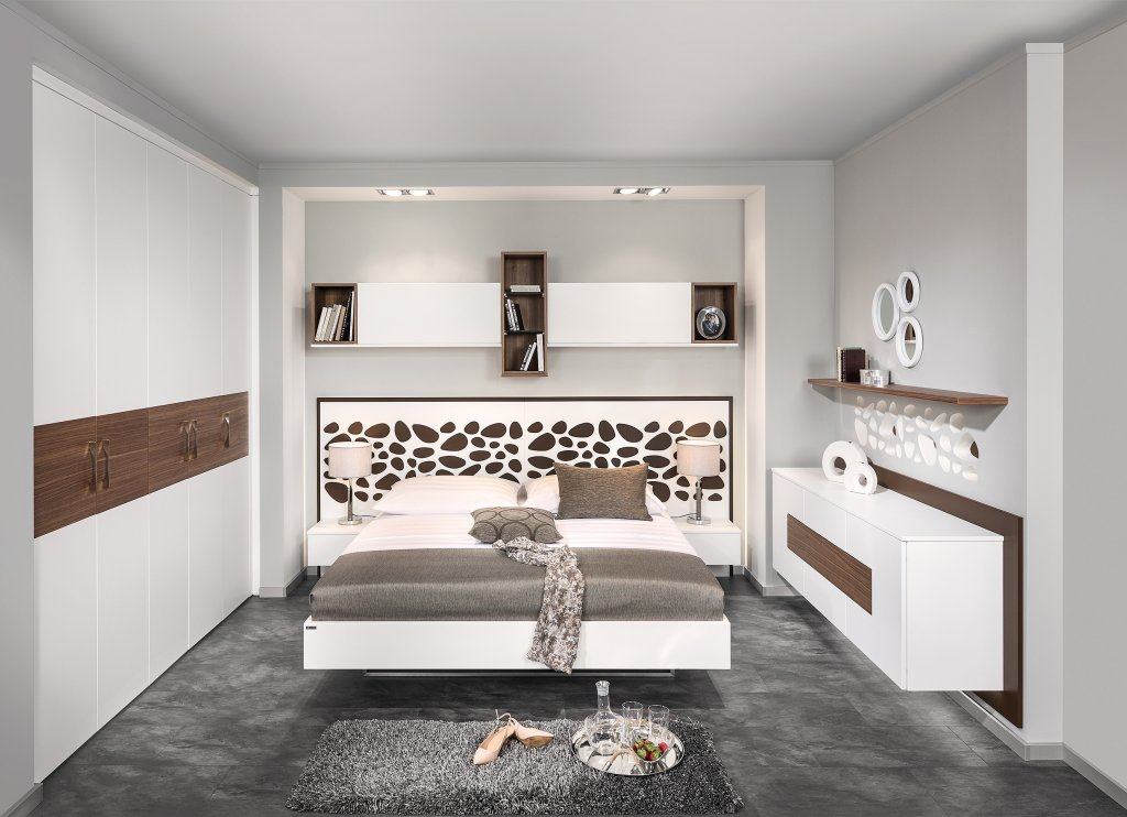 awesome schlafzimmer mit berbau neu gallery milbank. Black Bedroom Furniture Sets. Home Design Ideas