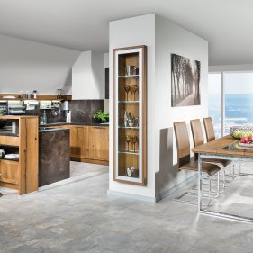 Küche mit Sitz-Essgruppe