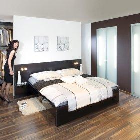 Schlafzimmer Mit Einem Begehbarem Kleiderschrank