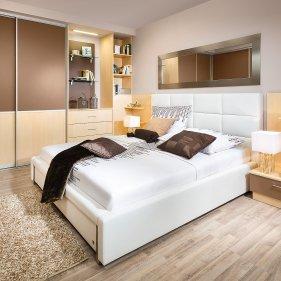 Schlafzimmer mit Stoffbett