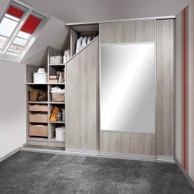 Dachschrängen Schrankraum mit Schiebetüren