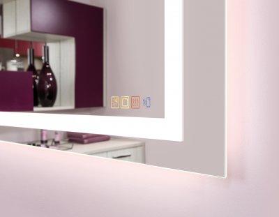 LED-Spiegel mit Heizung und Soundsystem