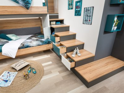 Treppenanlage mit Laden