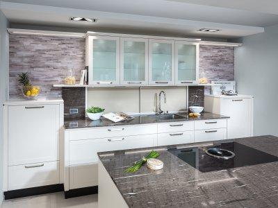 Küchenblock mit Nischenregal