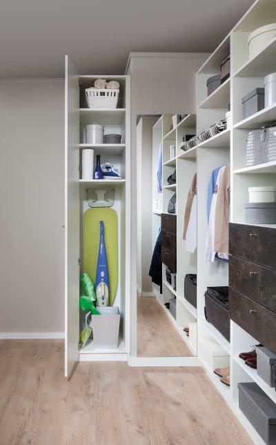 ikea besenschrank schrank f r staubsauger treppenlift kosten part 2. Black Bedroom Furniture Sets. Home Design Ideas