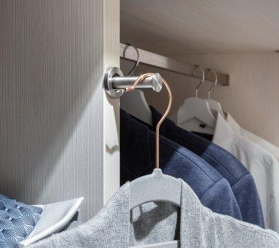 Kleiderhaken-Ablage