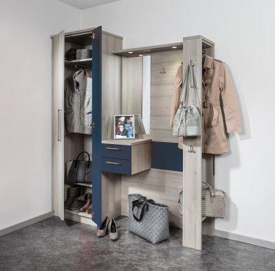 Vorzimmerschrank mit Kleiderauszug