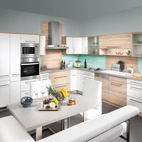 Eckküche mit Sitzgruppe