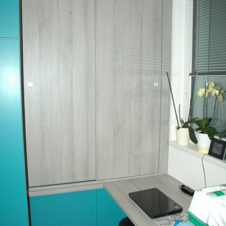 Heimbüro mit Eckschrank