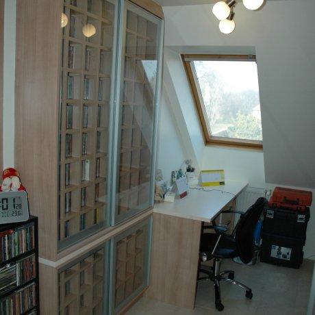 Wohnzimmer mit DVD Regal