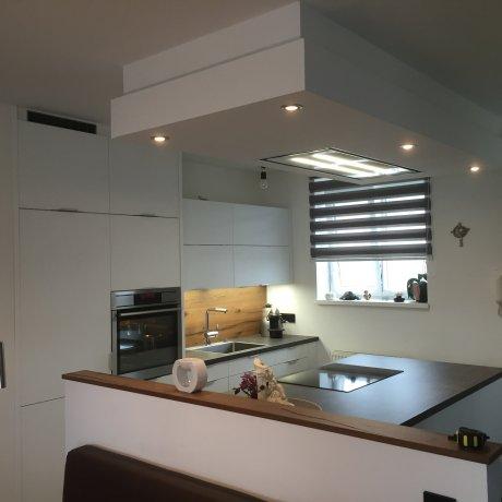 Wohnküche in Weiss Dekor