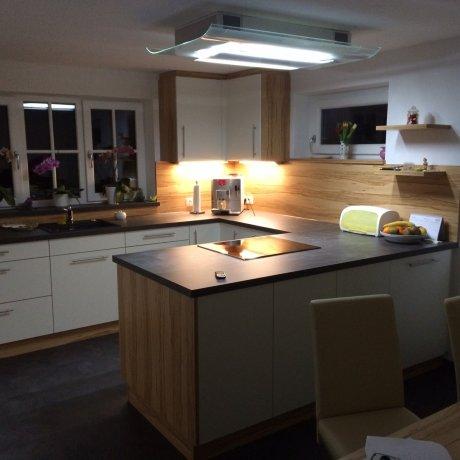U-Küche mit Kochinsel