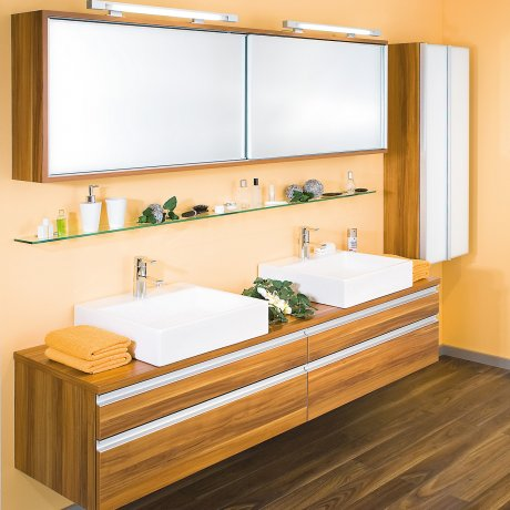 Doppelbad mit Spiegelschiebetürschrank