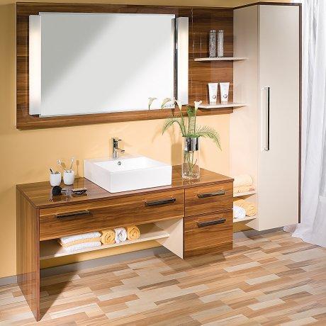 Einzelbad mit Aufsatzwaschwecken