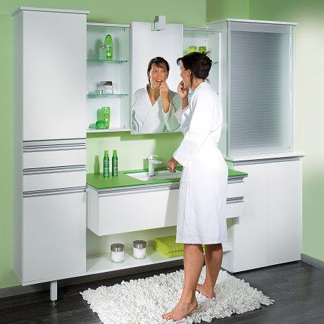 Einzelbad mit Spiegelschiebetür