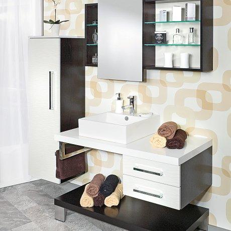 Einzelbad mit Aufsatzwaschbecken