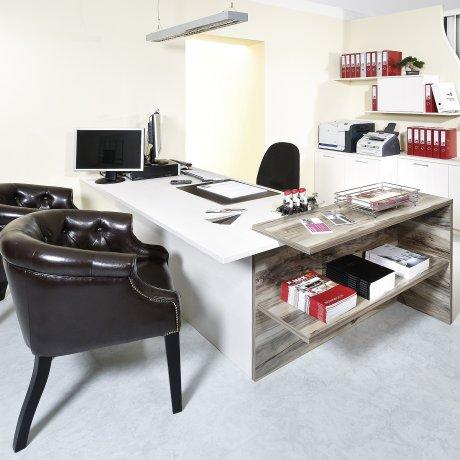 Maßgenaue Schreibtischlösung