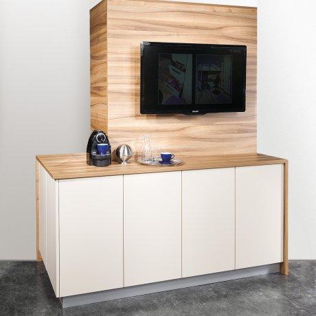 TV-Paneel mit Kaffeebar