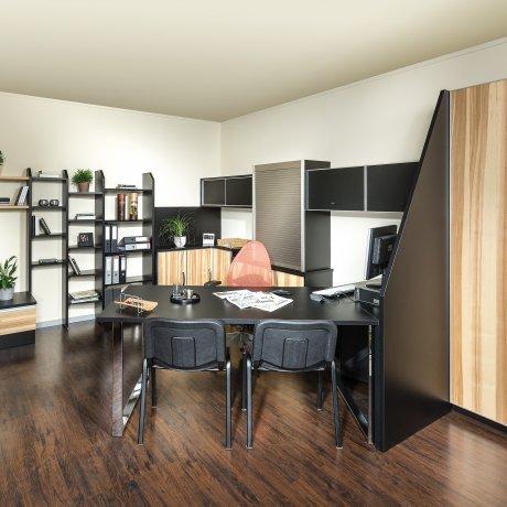 Büroeinrichtung in Regal und Korpusbauweise