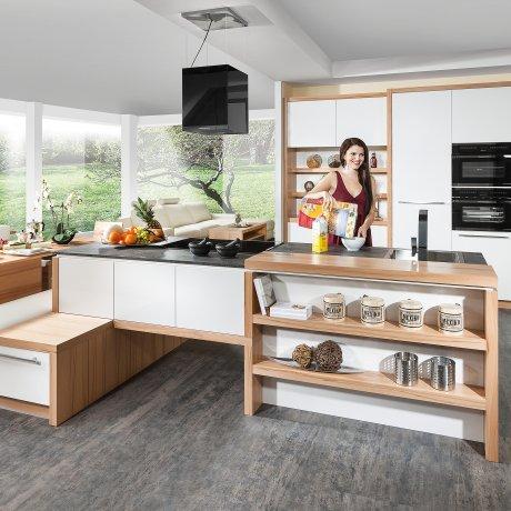 Maßgenaue Zeilenküche mit Kochinsel