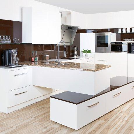 Innovative Küchenlösung mit Steinarbeitsfläche
