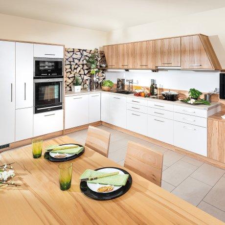 Designerlösung Eckküche mit abgeschrägten Elementen
