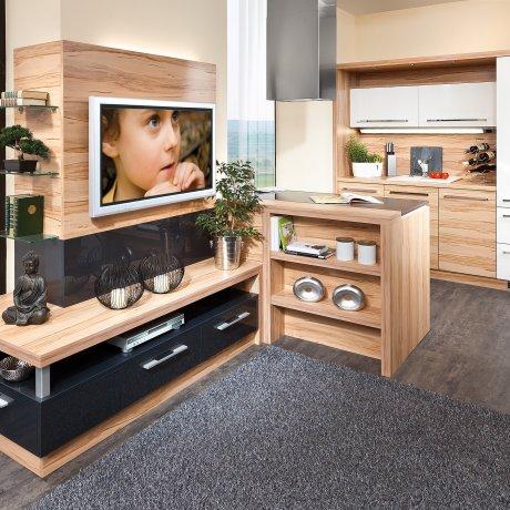 Zwei Zeilen Küche mit anschließender TV-Wohnwand