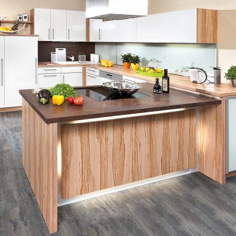 U-Küchenlösung mit unterschiedlichen Arbeitshöhen