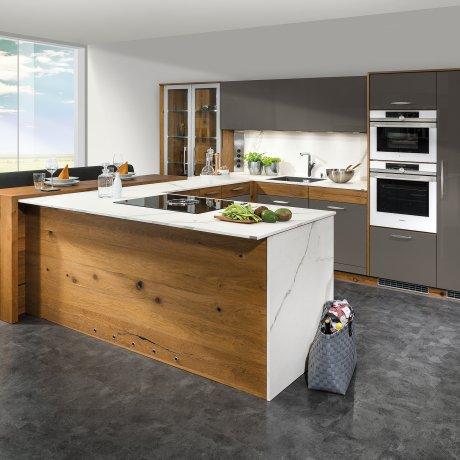 Küche Mit Raumteiler Und Bar Theke