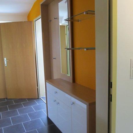 Vorzimmer mit Hänge-Sideboard