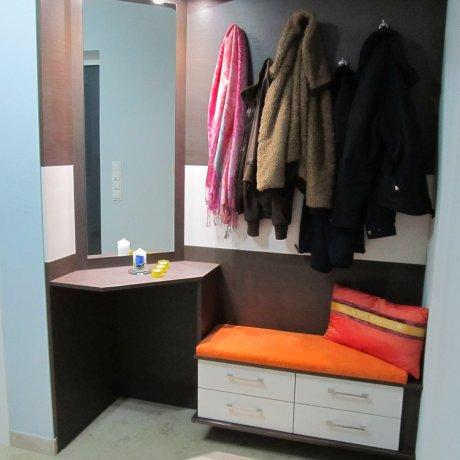Vorzimmer mit Garderoben-Paneel