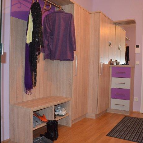 Eck-Vorzimmer mit Garderobe uns Spiegelpaneel