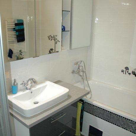 Waschtischverbau mit Spiegelschrank