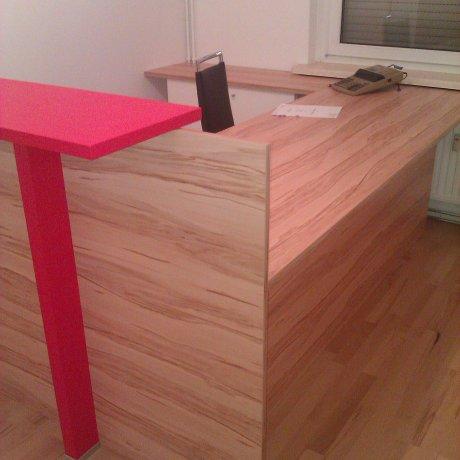 Schreibtisch mit Kundentheke