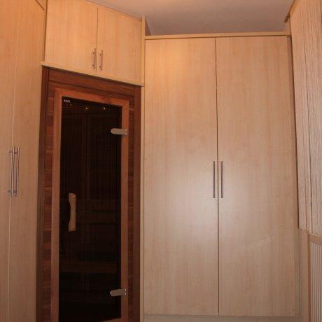 Schrankraum mit integrierter Infrarotkabine