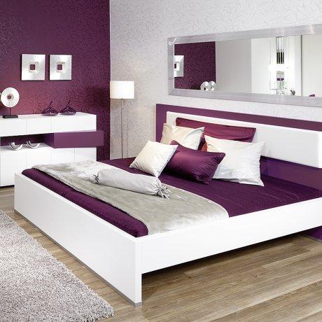 Schlafzimmer, Doppelbett mit Kopfhauptpolster