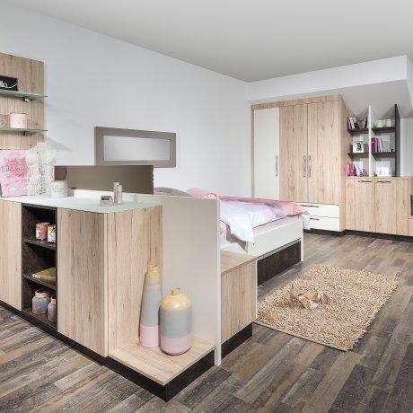 Schlafzimmer mit Dachschrägen-Schrank