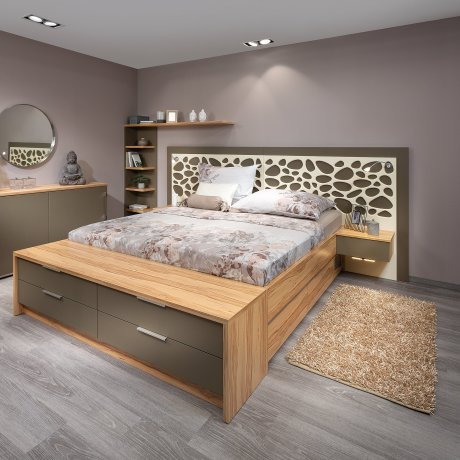 Schlafzimmer mit Anrichte