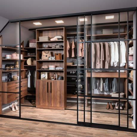 Schrankraum mit Indoor-Schiebetüren