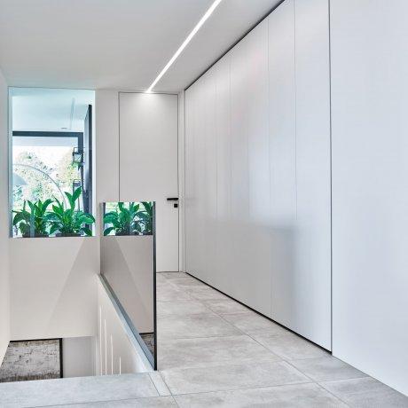 Schrankwand mit grifflosen Türen