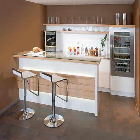 Bar mit Weinkühlschrank